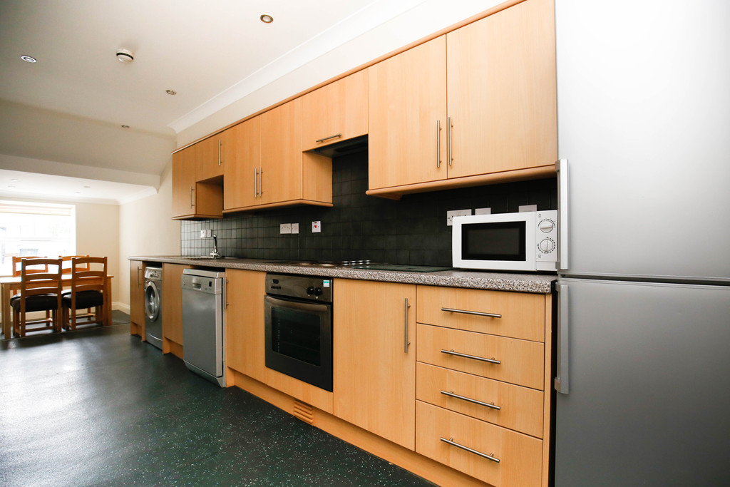 4 bedroomstudent                apartment               for rent in heaton
