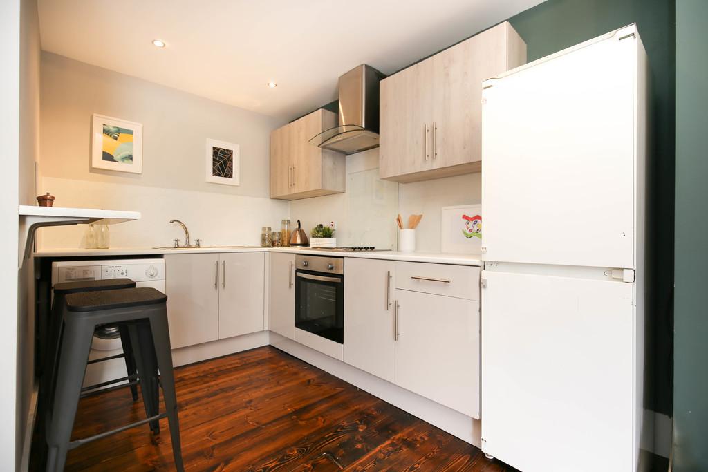 3 bedroomstudent                ground floor flat               for rent in heaton