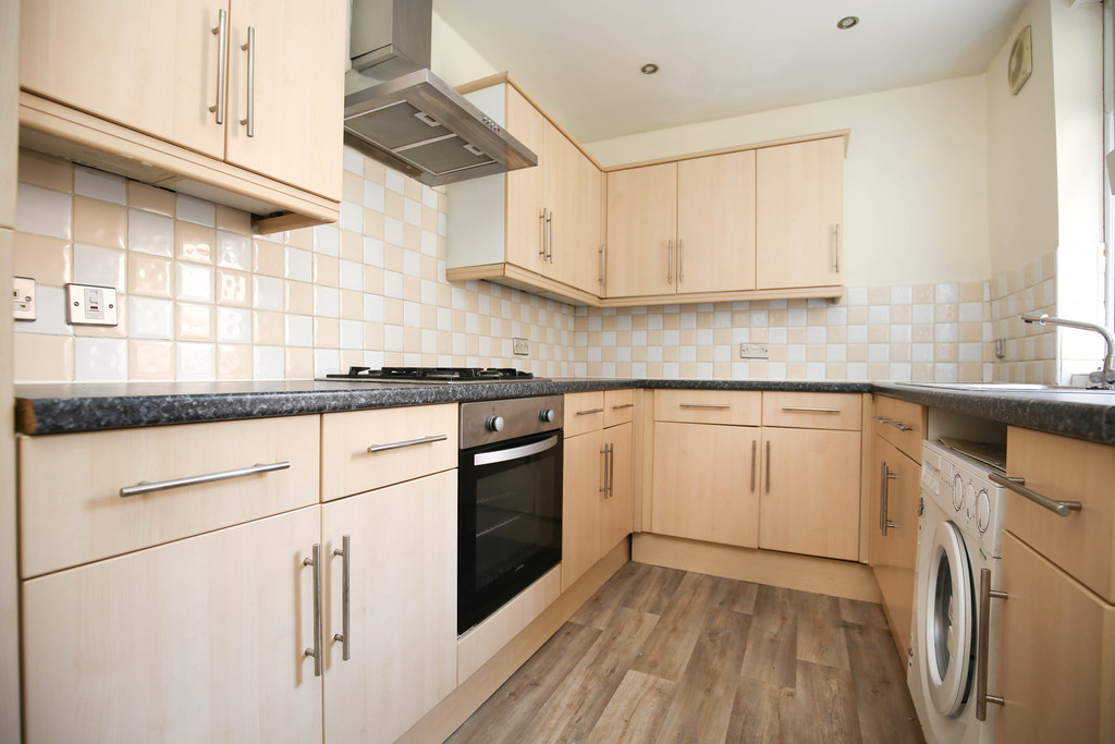 4 bedroomstudent                mid terrace house                for rent in heaton