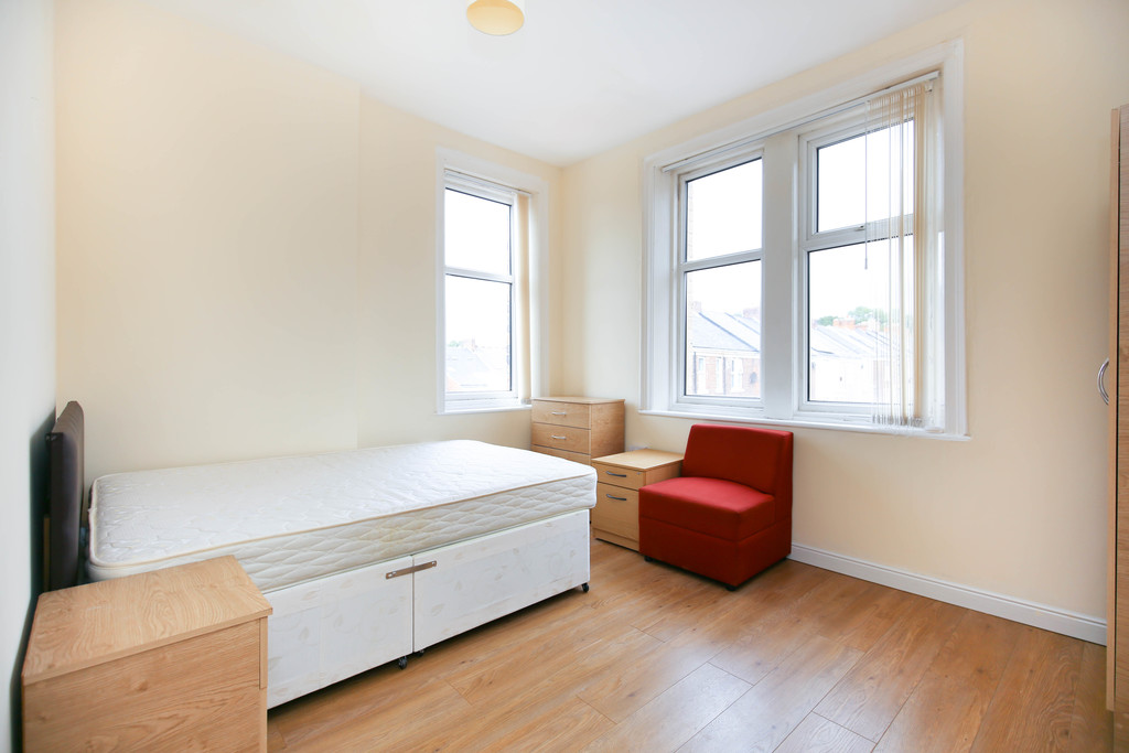 3 bedroom               flat               for rent in heaton