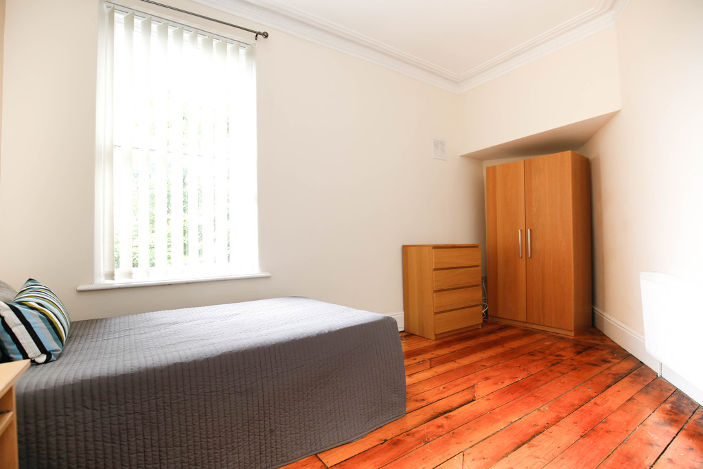 9 bedroom											student 					               		end terraced house               		for rent in heaton