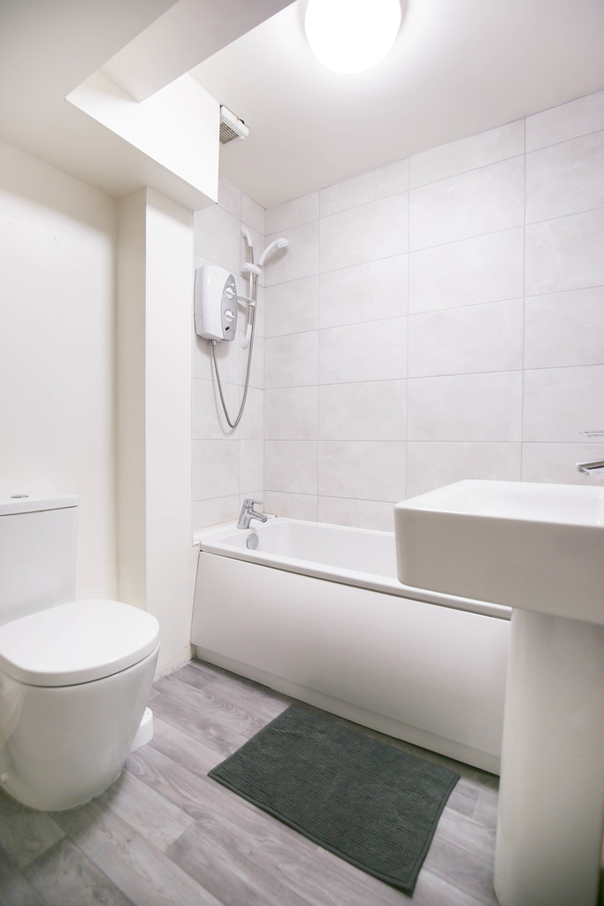 1 bedroomstudent                apartment               for rent in low frier street