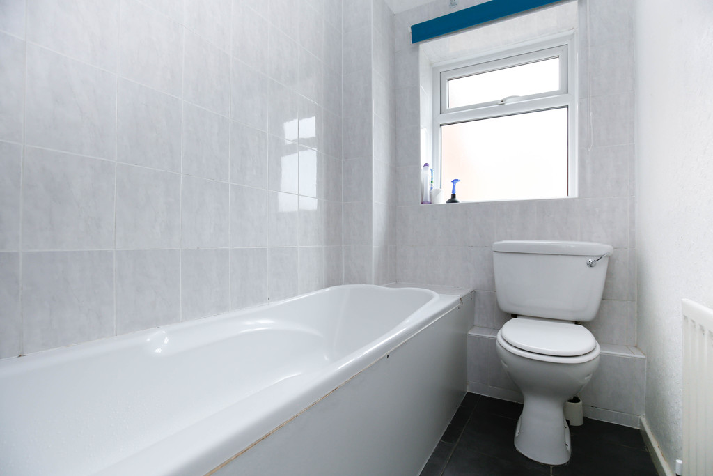 3 bedroomstudent                mid terraced house               for rent in heaton