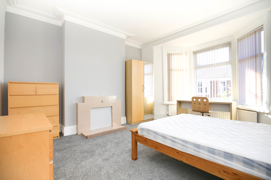 3 bedroom											student 					               		apartment               		for rent in sandyford