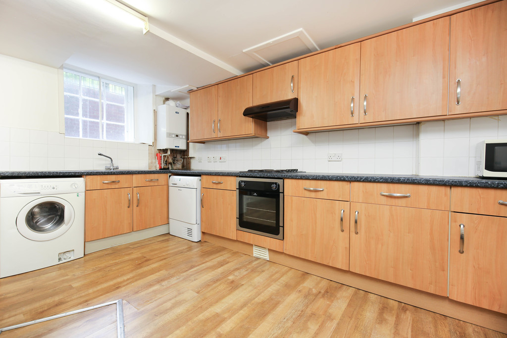 3 bedroom											student 					               		flat               		for rent in 26-30 clayton street west