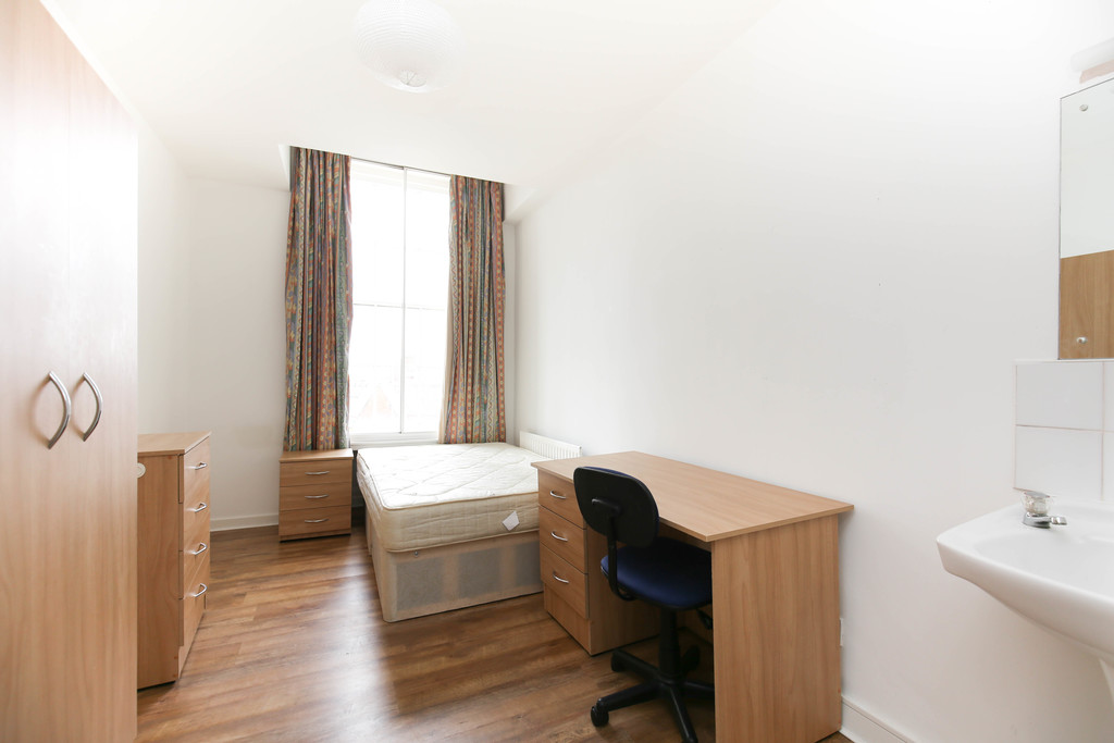 4 bedroomstudent                flat               for rent in 26-30 clayton street west