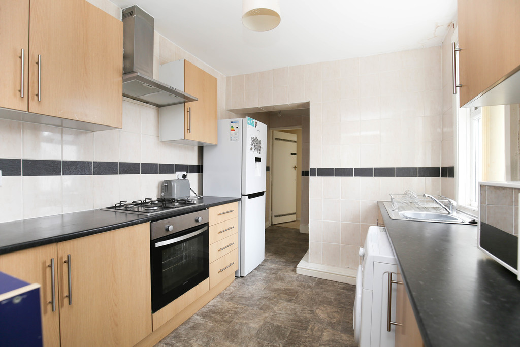 4 bedroomstudent                end terraced house               for rent in heaton