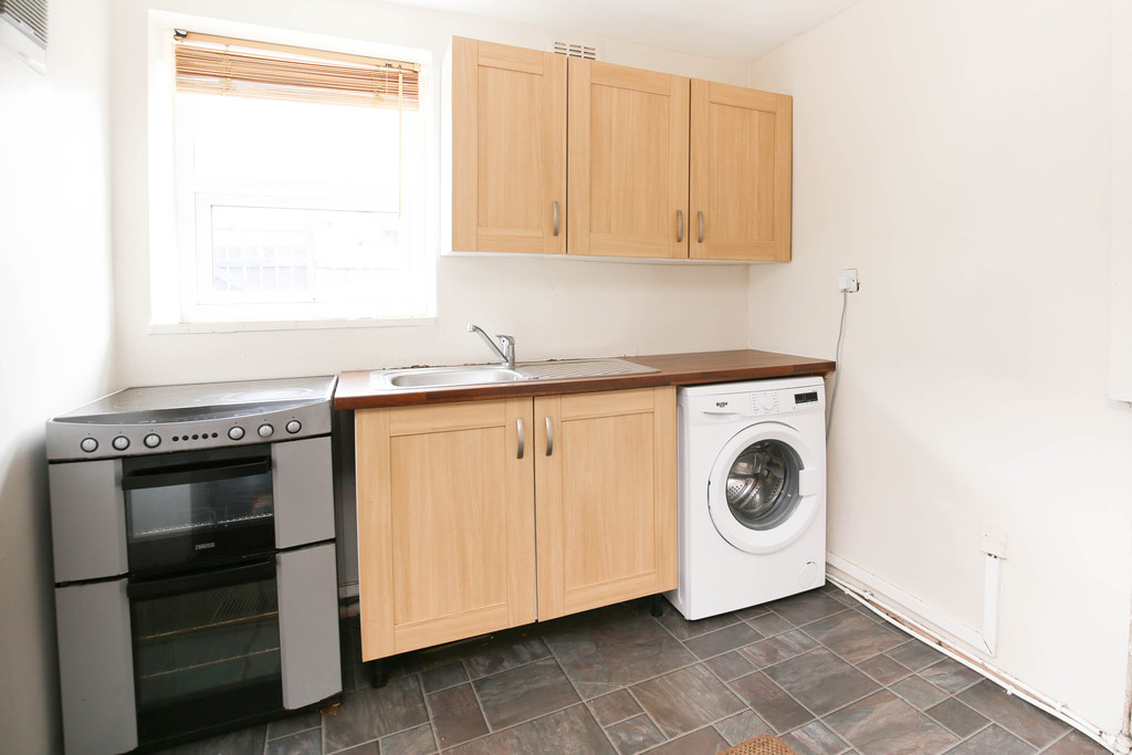3 bedroom               mid terraced house               for rent in heaton