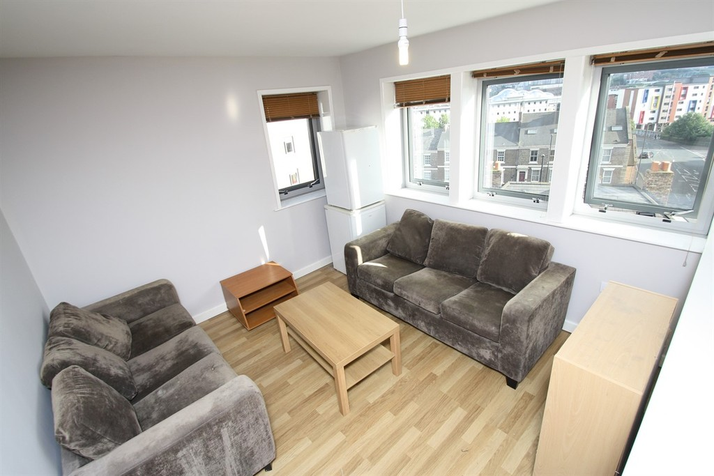6 bedroom											student 					               		apartment               		for rent in falconar street