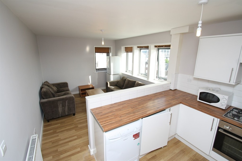 6 bedroomstudent                apartment               for rent in falconar street