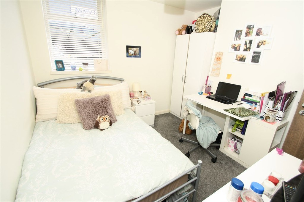 3 bedroomstudent                apartment               for rent in osborne road