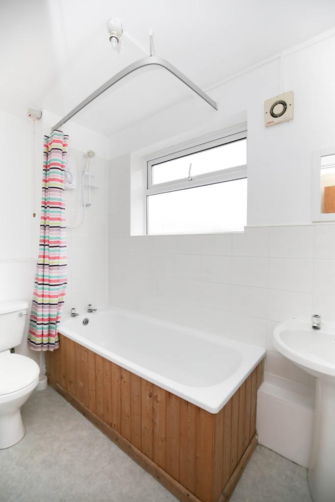 5 bedroom               maisonette               for rent in heaton