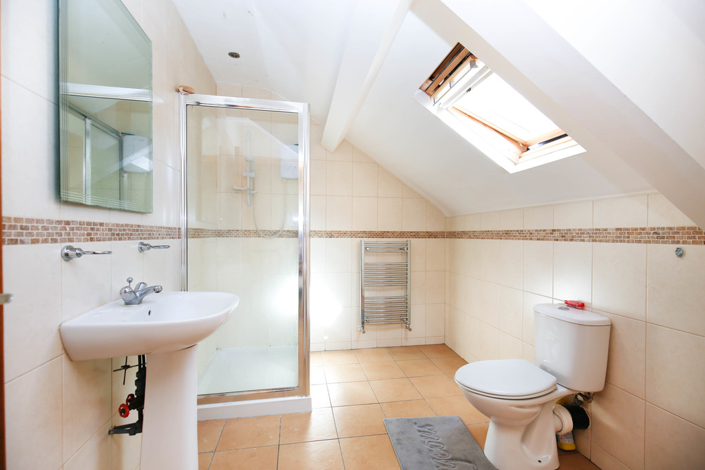 5 bedroom               mid terraced house               for rent in heaton