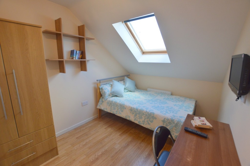 8 bedroom											student 					               		mid terraced house               		for rent in heaton