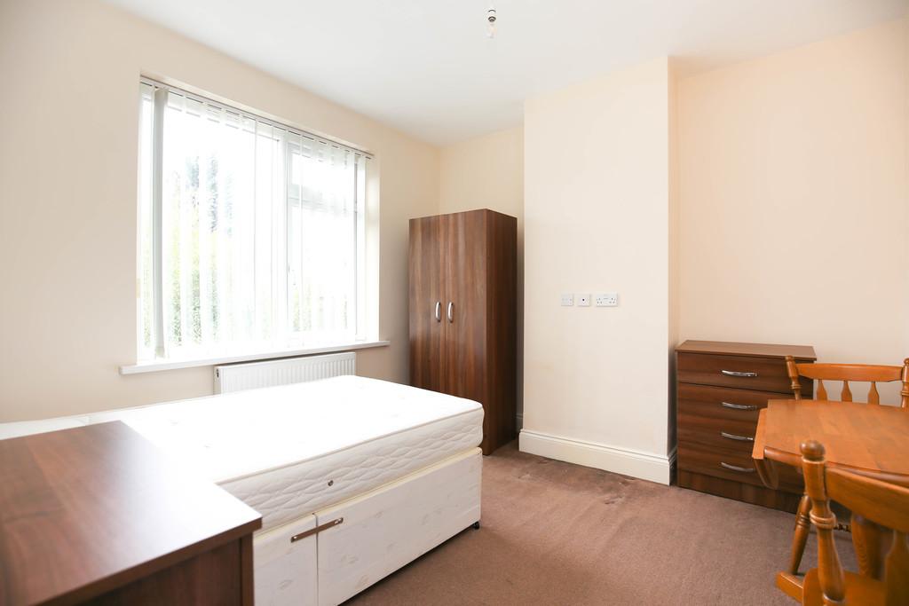 2 bedroom               semi-detached bungalow               for rent in walkerville