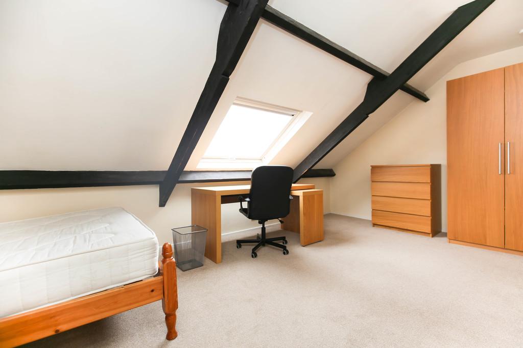 4 bedroom               maisonette               for rent in heaton