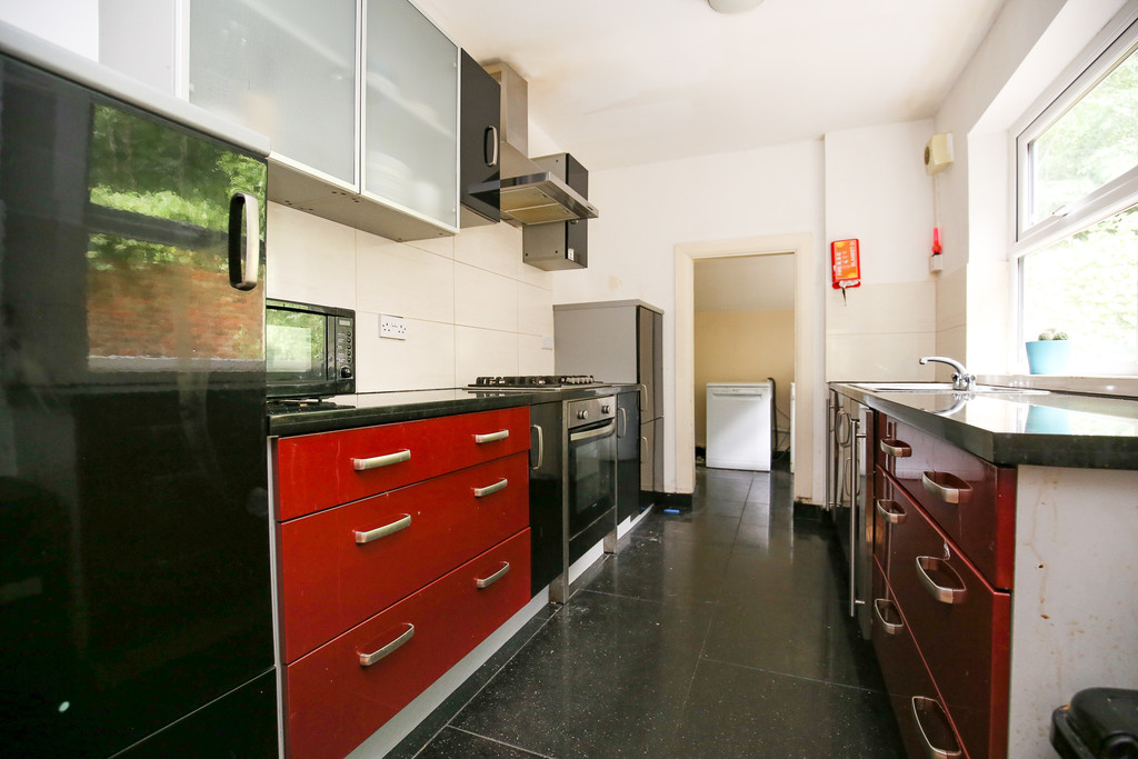 7 bedroomstudent                semi-detached house               for rent in heaton