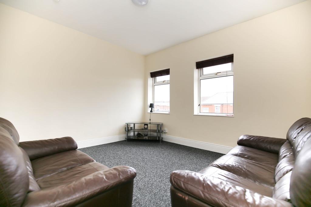 5 bedroom               maisonette               for rent in moorside