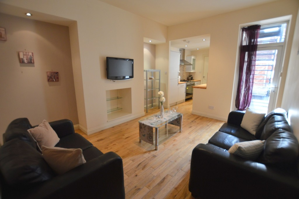 3 bedroomstudent                apartment               for rent in heaton