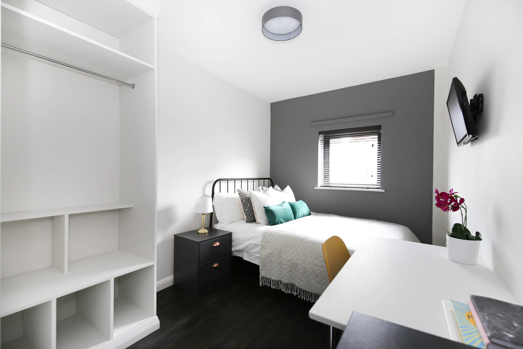 5 bedroomstudent                apartment               for rent in byron street