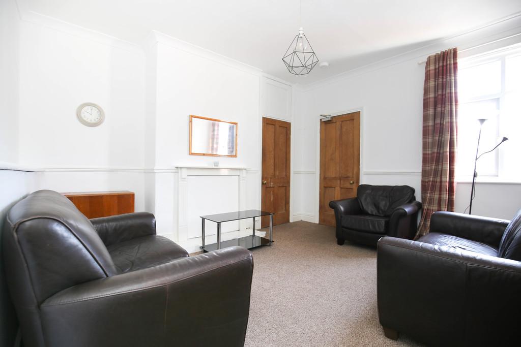 3 bedroomstudent                upper flat               for rent in sandyford