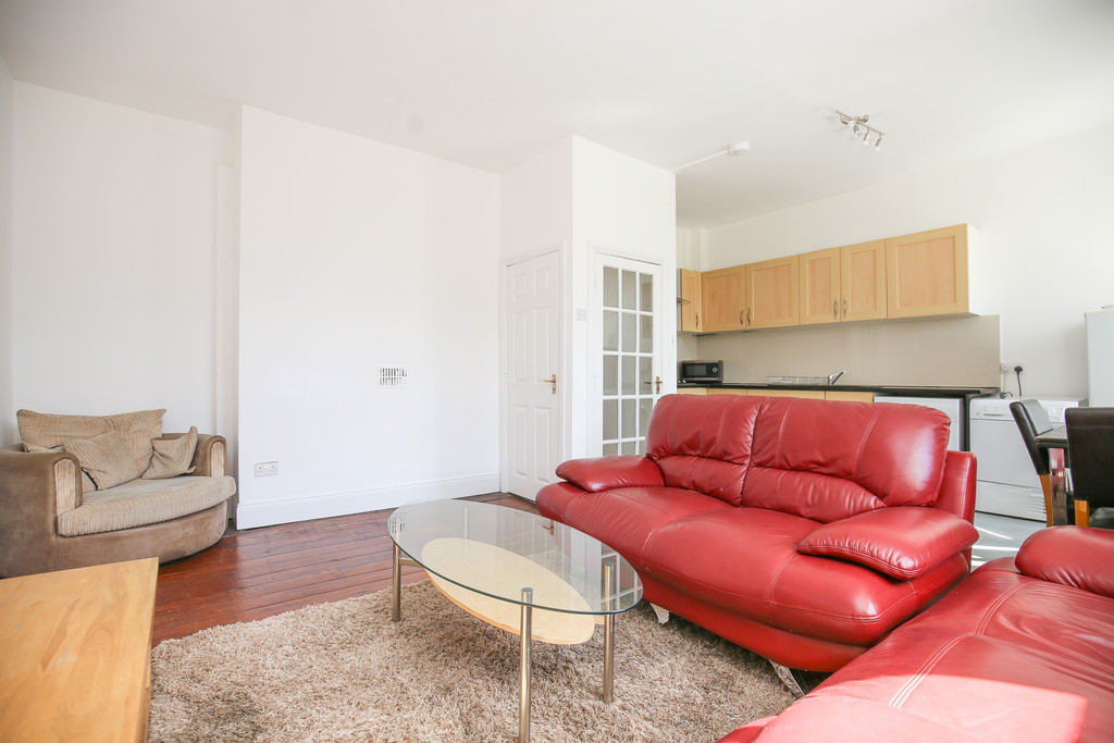 3 bedroomstudent                apartment               for rent in city centre