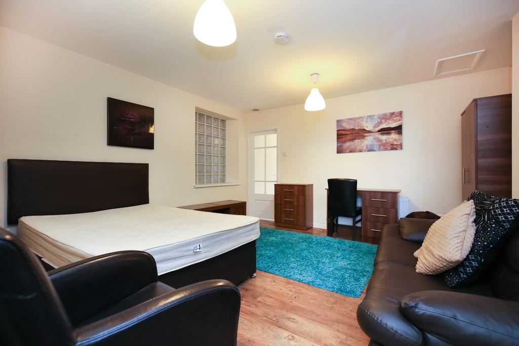 studio                              for rent in north bridge street