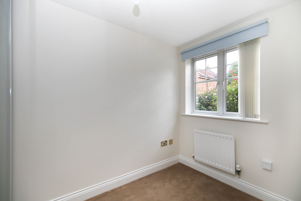 3 bedroom               ground floor apartment               for rent in red house farm