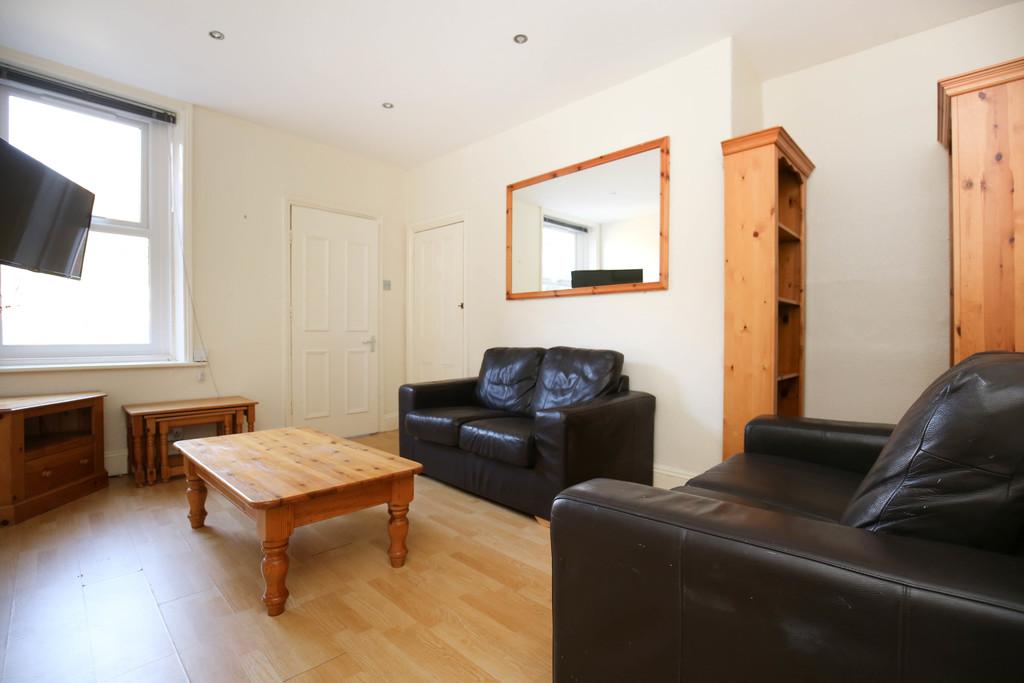3 bedroom               upper flat               for rent in sandyford