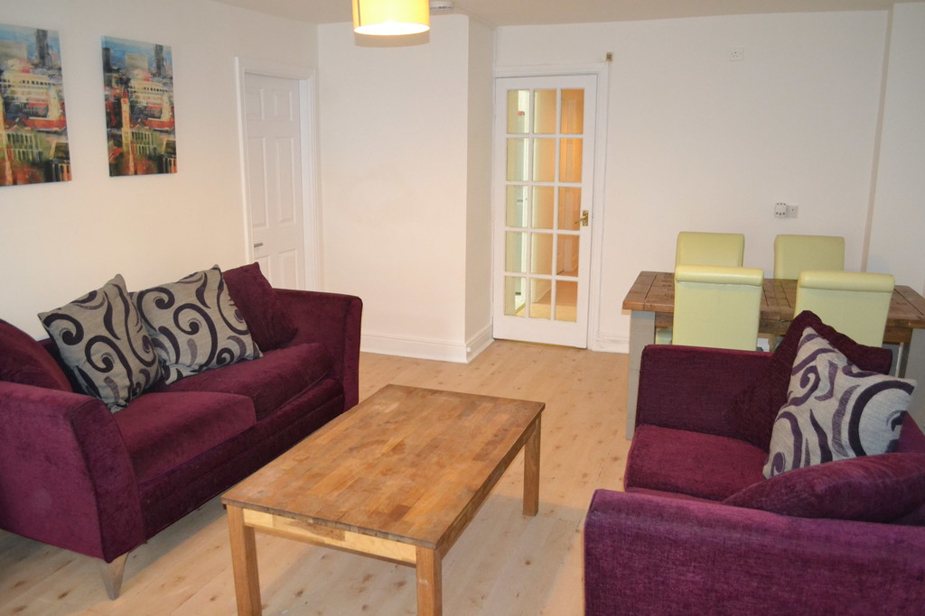4 bedroom											student 					               		apartment               		for rent in city centre