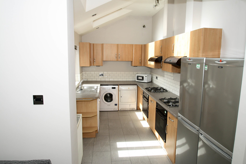 7 bedroom											student 					               		mid terraced house               		for rent in sandyford