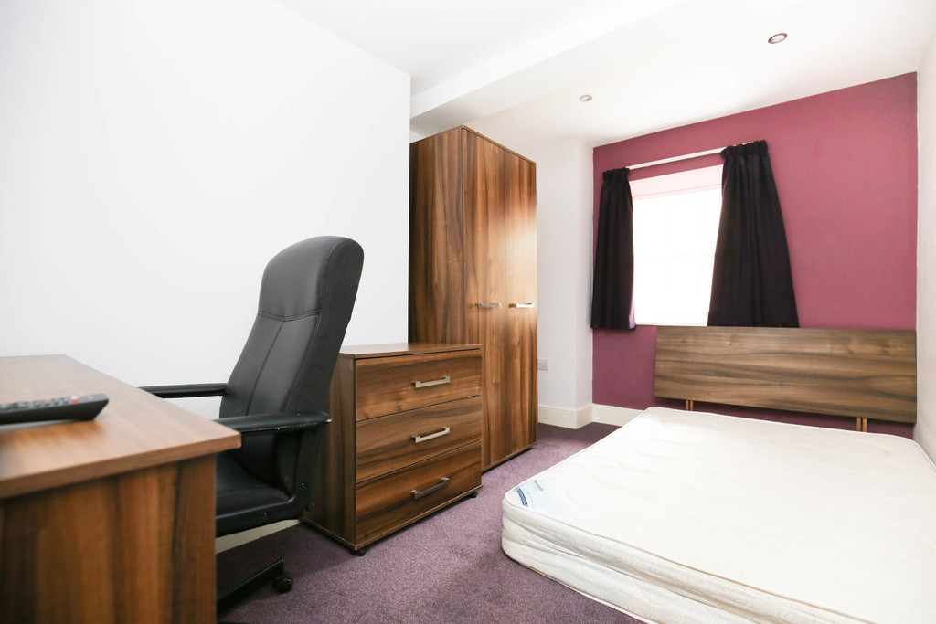 4 bedroomstudent                duplex apartment               for rent in city centre