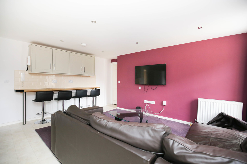 4 bedroomstudent                apartment               for rent in city centre