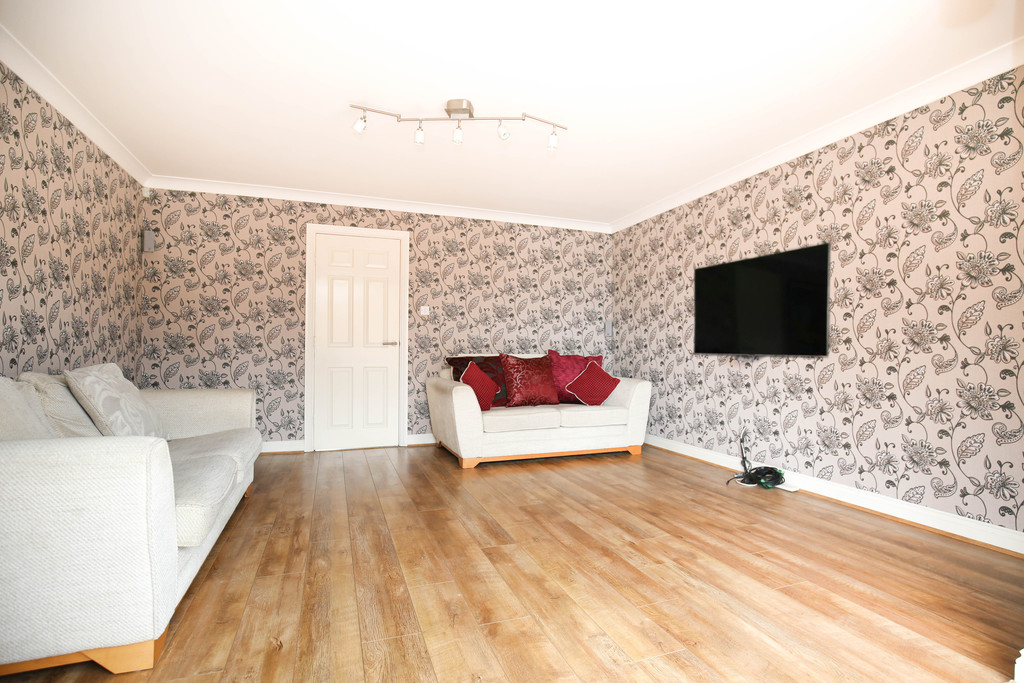 3 bedroom               town house               for rent in royal quays marina
