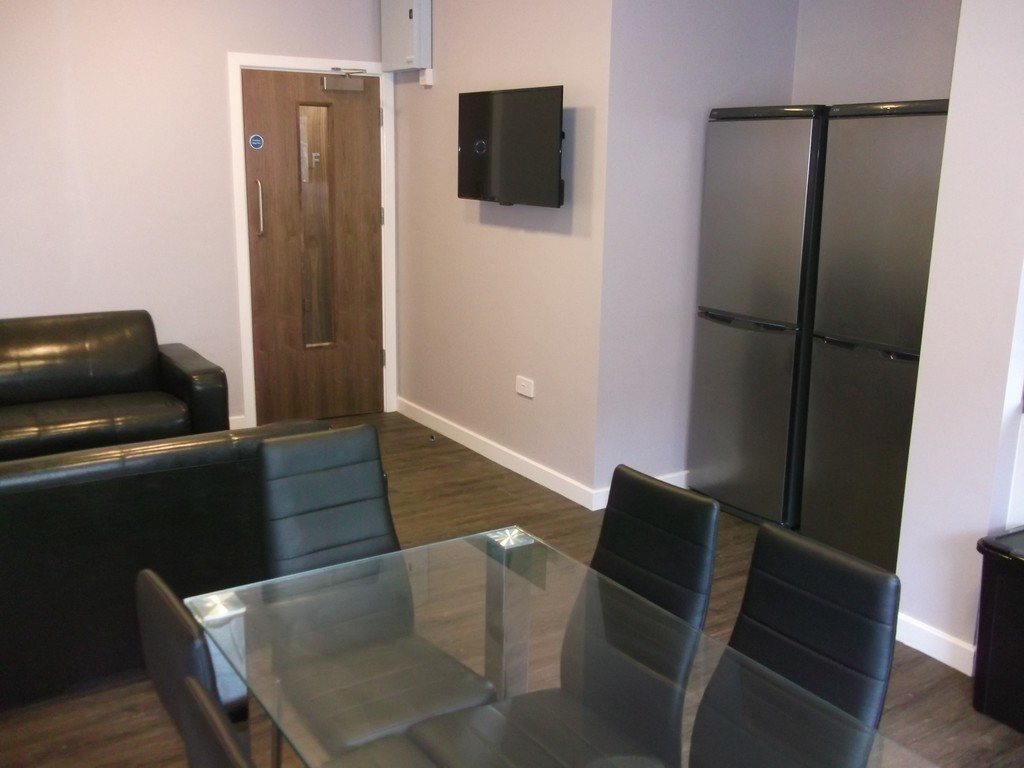 6 bedroomstudent                apartment               for rent in st james street
