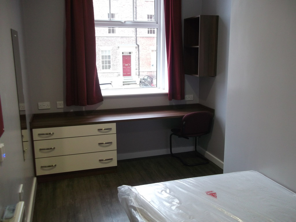 6 bedroom											student 					               		apartment               		for rent in st james street