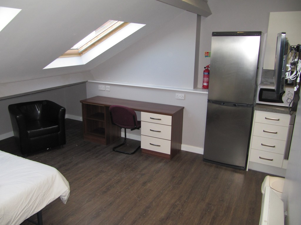 1 bedroomstudent                apartment               for rent in st james street
