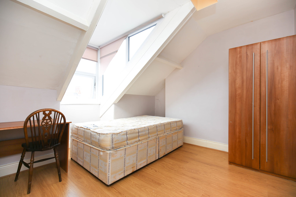 4 bedroom										               		maisonette               		for rent in heaton