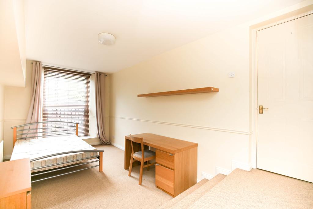 3 bedroom               duplex apartment               for rent in barrack road