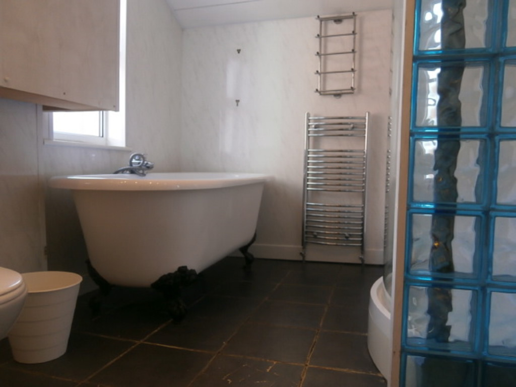 4 bedroomstudent                               for rent in sandyford