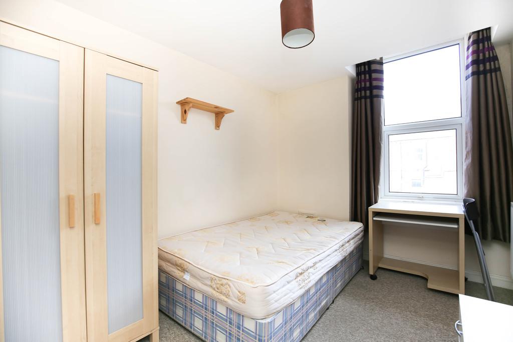 5 bedroomstudent                maisonette               for rent in sandyford