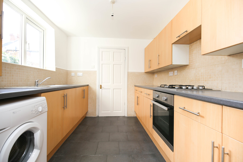 4 bedroomstudent                mid terraced house               for rent in heaton