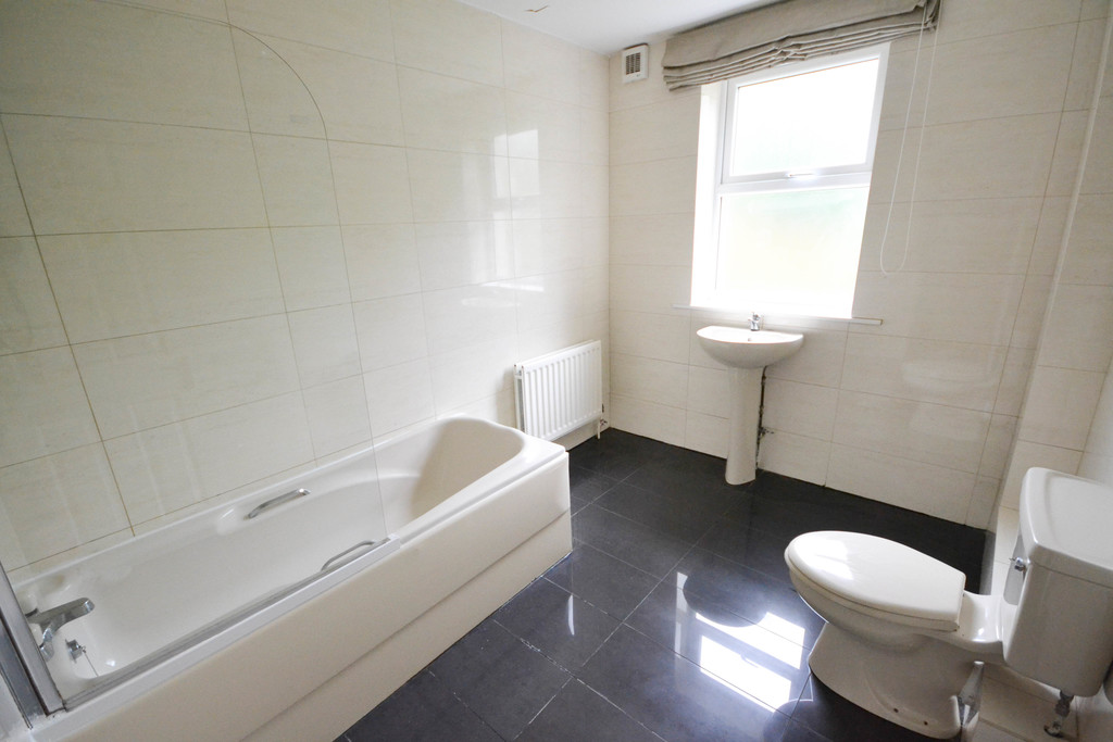 6 bedroom											student 					               		semi-detached house               		for rent in heaton