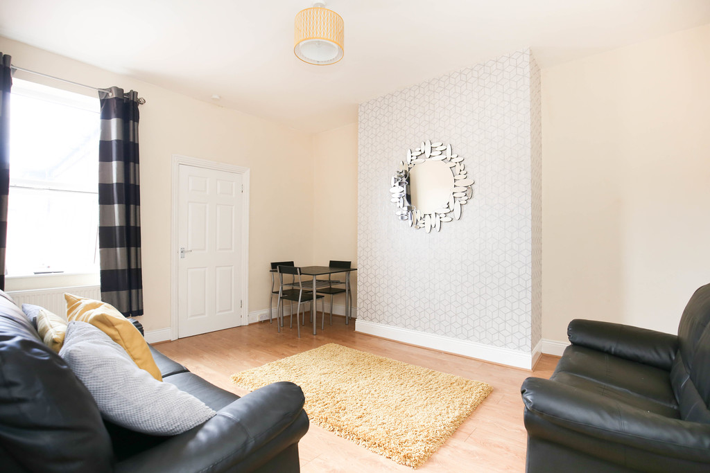 3 bedroomstudent                flats               for rent in heaton
