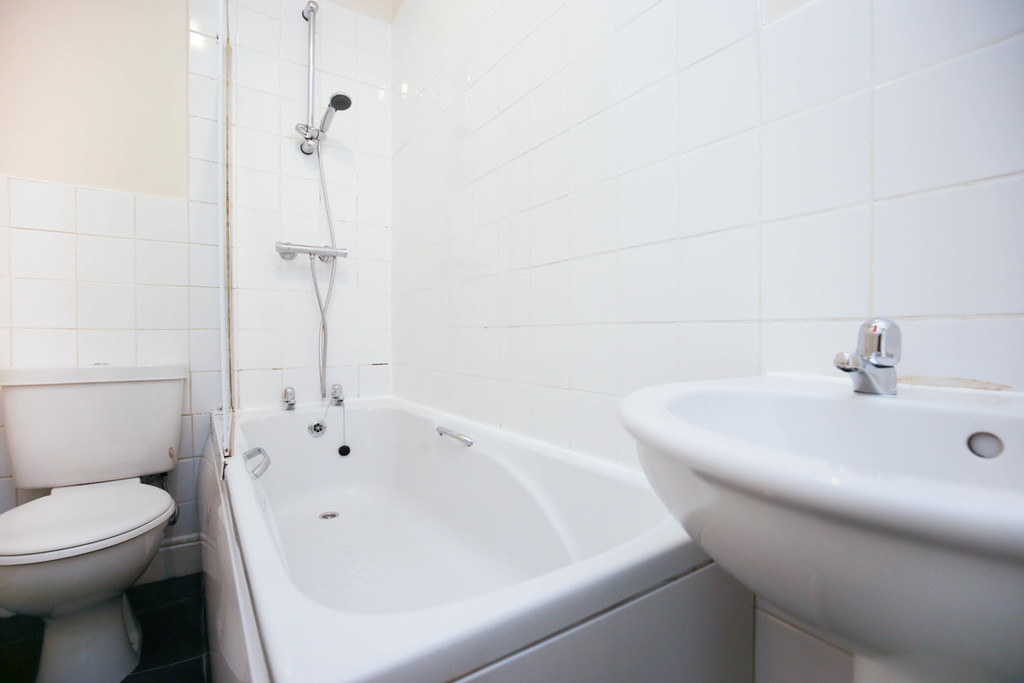 3 bedroomstudent                flat               for rent in sandyford