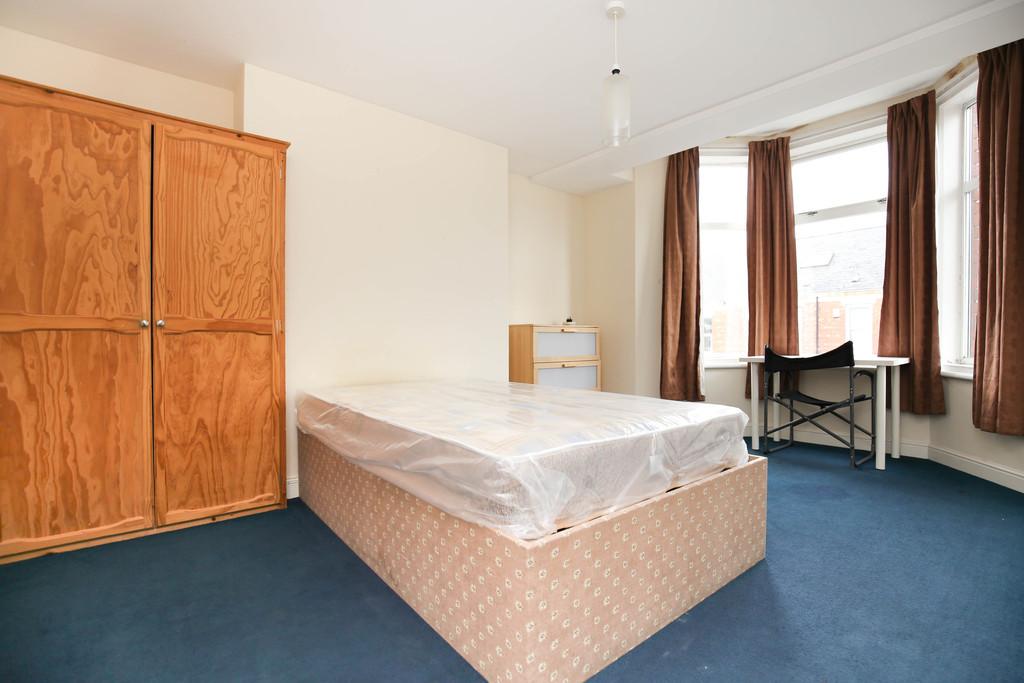 4 bedroomstudent                maisonette                for rent in heaton