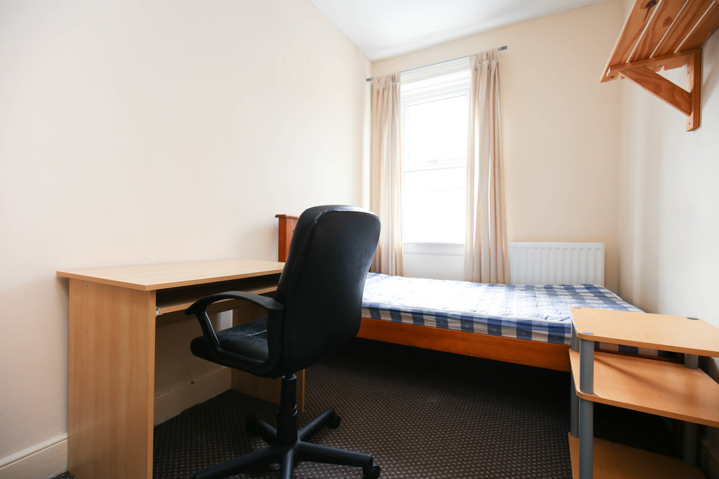 4 bedroomstudent                mid terrace house                for rent in fenham