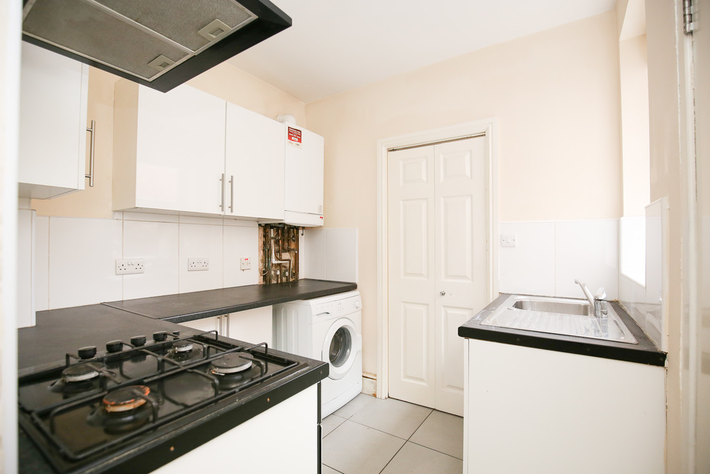 2 bedroomstudent                ground floor flat               for rent in heaton