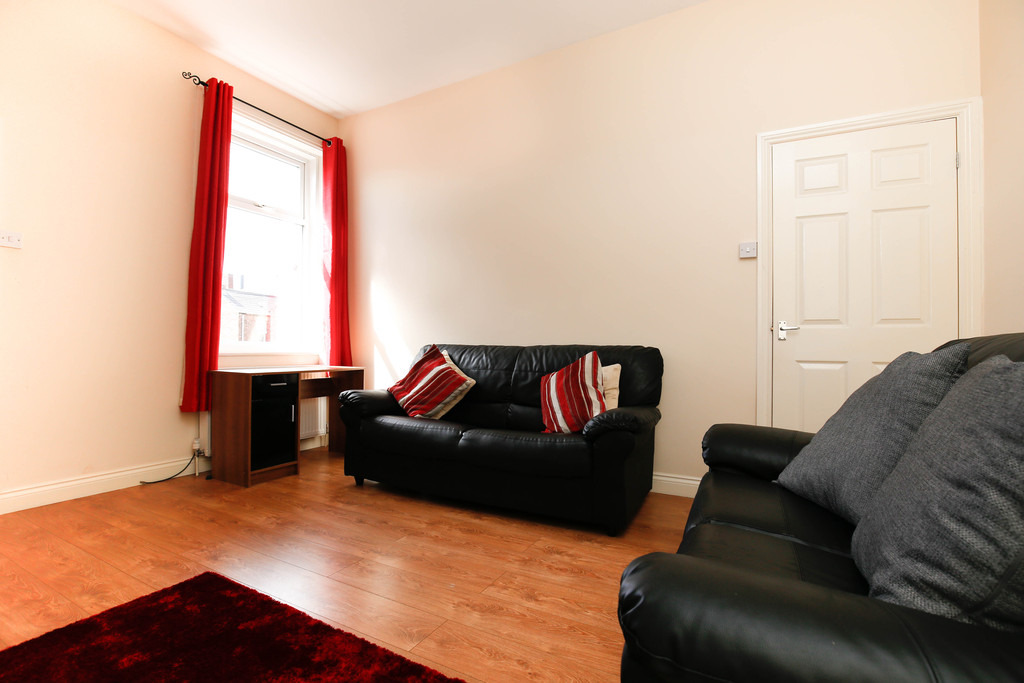 3 bedroom											student 					               		flat               		for rent in heaton