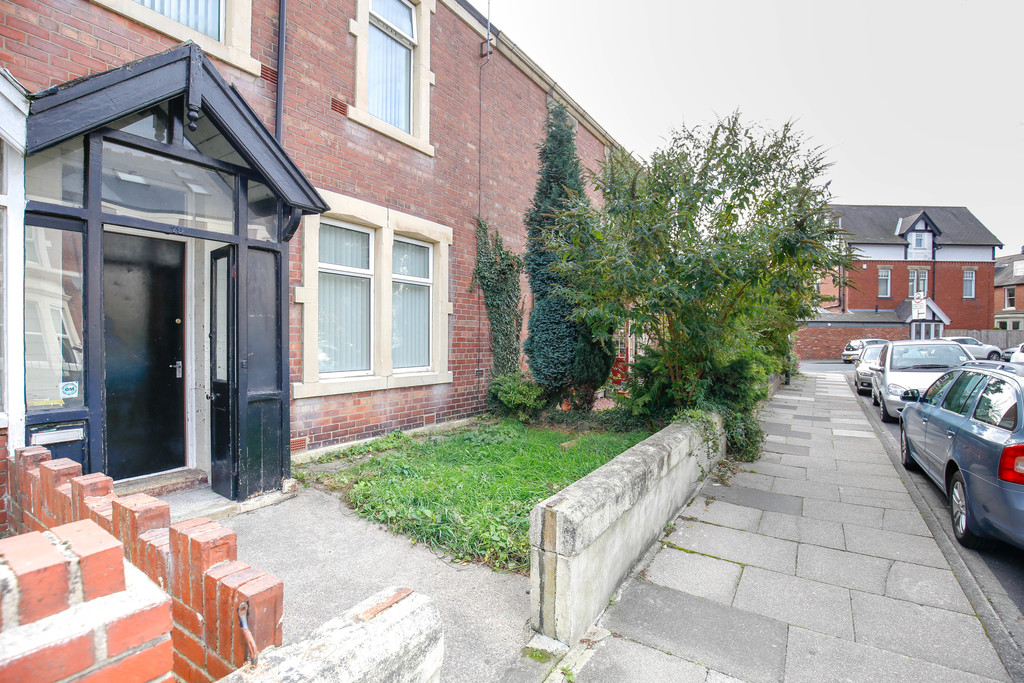 4 bedroomstudent                mid terraced house               for rent in south gosforth